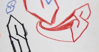 """Daher kommt das """"S""""-Symbol, das damals jeder zeichnete..."""